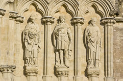 Three English Saints, Salisbury Cathedral. Saints Alphege, Edmund the Martyr and Thomas of Canterbury statues on the West front of Salisbury Cathedral, Wiltshire Stock Photo