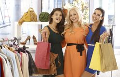 Friends shopping together Royalty Free Stock Photography