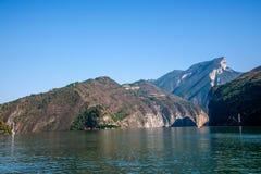 Three Gorges av den Yangtze River Qutangxia klyftan Royaltyfria Foton