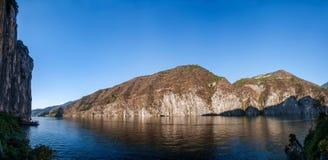 Three Gorges av den Yangtze River Qutangxia klyftan Arkivfoton