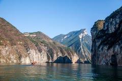Three Gorges av den Yangtze River Qutangxia klyftan Arkivbilder