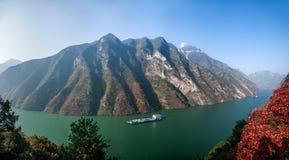 Three Gorges de la garganta del valle del río Yangtze Fotos de archivo