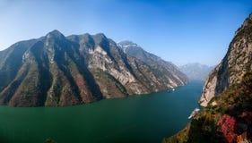 Three Gorges de la garganta del valle del río Yangtze Foto de archivo libre de regalías