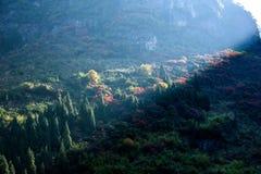 Three Gorges della gola della valle del fiume Yangtze un il mazzo di sole Fotografie Stock