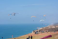 Three paragliders at Torrey Pines Gliderport in La Jolla Royalty Free Stock Images