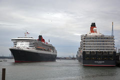 Three Queens Event 14. SOUTHAMPTON, UK - 5 JUNE: Cunard ships Queen Elizabeth, Queen Mary & Queen Victoria meet in the port of Southampton for the first time to Stock Photos
