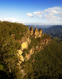 The Three Sisters, Katoomba, Blue Mountains. The iconic Three Sisters in the afternoon sun, Katoomba, Blue Mountains, NSW, Australia Stock Image