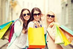 Three smiling girls with shopping bags in ctiy Royalty Free Stock Photography