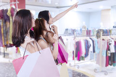 Three tennage girls in the mall Stock Images