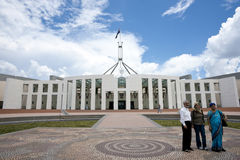 Three tourists in front Australian House of Parlia Royalty Free Stock Photos
