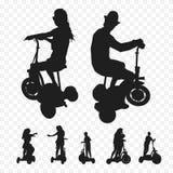 Three-wheeled elektrisch vervoer Elektrosamokatdriewieler Silhouetten van mensen op fietsen Royalty-vrije Stock Foto's