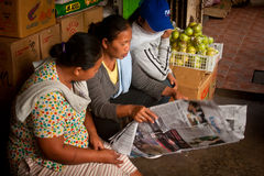 Three women reading the newspaper Royalty Free Stock Photos