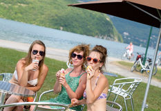 Three young women make tourism Royalty Free Stock Photos