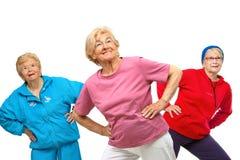 Threesome höga kvinnor som får fit. Royaltyfri Fotografi