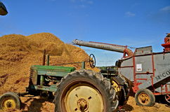 Threshing at a farm show reunion Royalty Free Stock Photos