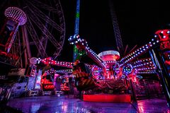 THRILL RIDES WITH COLORFUL LIGHTS Royalty Free Stock Photos