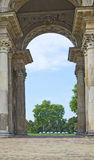 Thriumphal båge på Potsdam den nya slotten, Berlin, Tyskland Royaltyfria Bilder