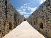 Throughfare in oude fort-Stenen bouw Stock Foto's