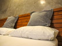 Throw Pillows and pillow on White bed Stock Photography