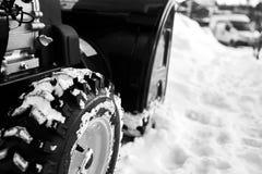 Thrower χιονιού είναι ο καλύτερος βοηθός για την αφαίρεση χιονιού το χειμώνα Στοκ Φωτογραφίες