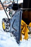 Thrower χιονιού είναι ο καλύτερος βοηθός για την αφαίρεση χιονιού το χειμώνα Στοκ Εικόνα