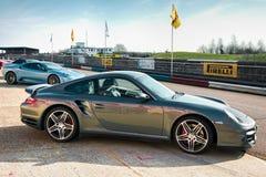 THRUXTON, HAMPSHIRE/UK - 20 DE MARÇO: Ideia lateral de esportes de Porsche Imagens de Stock