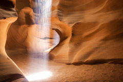 Théâtre de lumière exécutant dans une des cavernes de l'unique Photographie stock libre de droits