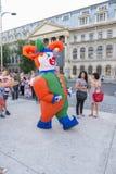 Théâtre de rue sur B-FIT dans la rue Bucarest 2015 Photo libre de droits