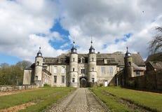 Thuin Belgien-mars 29: Gammal slott i Belgien i trevlig vårnaturbakgrund på mars 29, 2016 Gammalt slott i Belgien Arkivbild