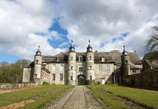 Thuin, Belgique 29 mars : Vieux château en Belgique à l'arrière-plan gentil de nature de ressort le 29 mars 2016 Vieux château en photographie stock