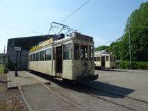 Thuin - 11. Juni: Alte Erbstraßenbahnstraßenbahn vor dem Transportmuseum Foto am 11. Juni 2017 gemacht, Thuin, Belgien Lizenzfreies Stockbild