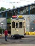 Thuin - 11. Juni: Alte Erbstraßenbahnstraßenbahn vor dem Transportmuseum Foto am 11. Juni 2017 gemacht, Thuin, Belgien Lizenzfreie Stockfotos