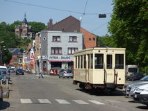 Thuin - 11 Juni: Het oude die tramspoor van de erfenistram in Foto Thuin -thuin-ville-basse op 11 Juni, 2017, Thuin, België wordt Stock Afbeeldingen