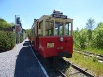 Thuin - 4 Juni: Het oude tramspoor van de erfenistram in Aisne Foto op 4 Juni, 2017, Aisne, België wordt genomen dat Stock Afbeeldingen