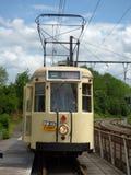 Thuin - 11 Juni: Het oude tramspoor van de erfenistram op de brug over Sambre Foto op 11 Juni, 2017, Thuin, België wordt genomen  Royalty-vrije Stock Afbeeldingen