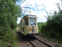 Thuin - 11 Juni: Het oude tramspoor van de erfenistram op de brug over Sambre Foto op 11 Juni, 2017, Thuin, België wordt genomen  Stock Fotografie