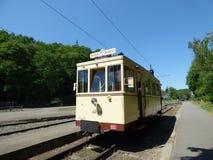 Thuin - 11 Juni: Het oude tramspoor van de erfenistram voor het Vervoermuseum Foto op 11 Juni, 2017, Thuin, België wordt genomen  Stock Afbeeldingen