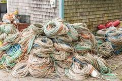 Thuis gestapelde stapels van kabel stock foto's