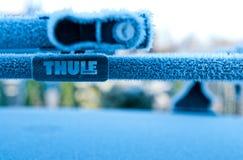 Thule dachu roweru stojak w zimie fotografia stock