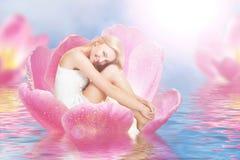 Thumbelina sur la tulipe Images stock