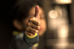 Thumbs up with blur Royalty Free Stock Photos