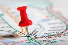 Thumbtack em um mapa Imagem de Stock Royalty Free