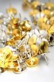 thumbtacks золота серебряные Стоковое фото RF