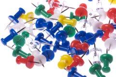 Thumbtacks colorés d'isolement Images libres de droits