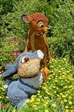 Thumper & фигурная стрижка кустов Bambi Стоковая Фотография RF