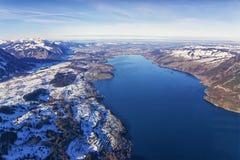 Thun湖鸟瞰图在冬天 免版税库存图片