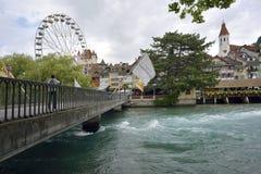 Thun, Aare in Thun-Stadt - Aare, die Schweiz - 23. Juli 2017 n Swit Lizenzfreie Stockbilder