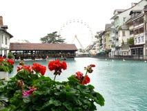 Thun, die Schweiz S?ulenhalle auf dem Fluss lizenzfreie stockfotos