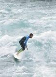 Thun, praticare il surfing della Svizzera - fiume - 23 luglio 2017 Fotografia Stock