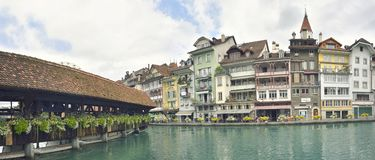 Thun stad och flod i Aare, Schweiz Royaltyfria Bilder